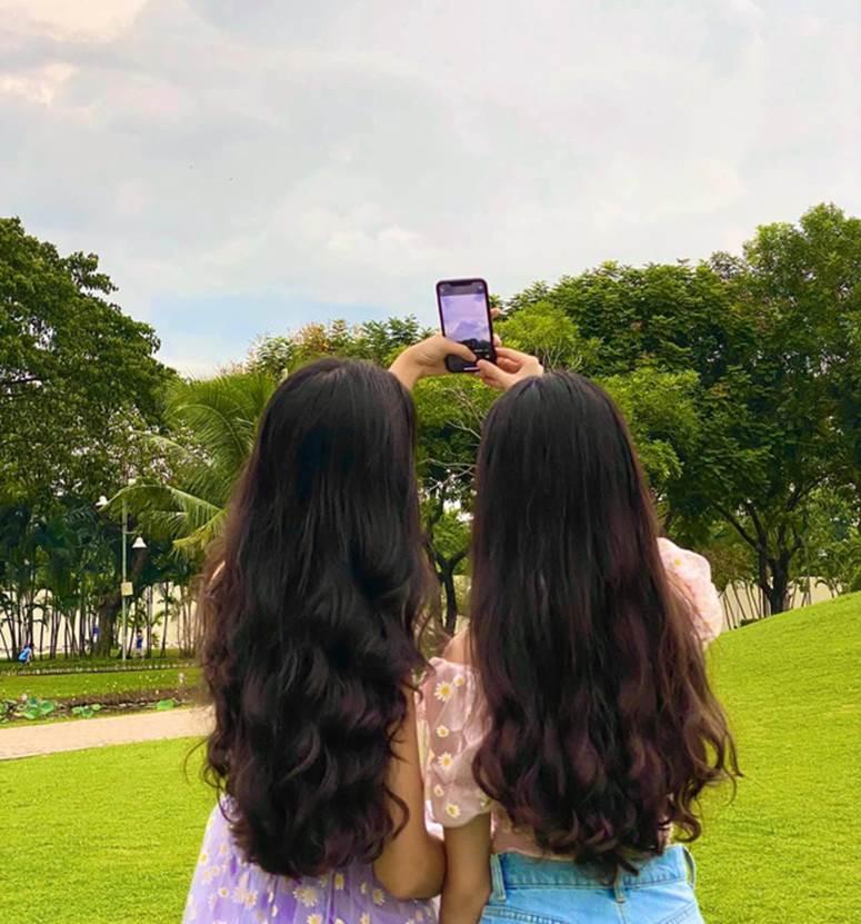 Bất chấp mẹ chụp cam thường, 2 tiểu thư nhà MC Quyền Linh vẫn đẹp điên đảo: Bảo sao bị hối đi thi Hoa hậu ngay và luôn!-2