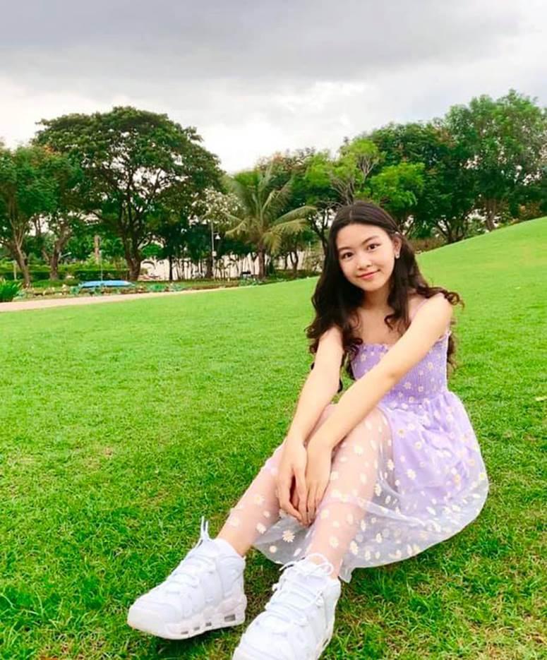 Bất chấp mẹ chụp cam thường, 2 tiểu thư nhà MC Quyền Linh vẫn đẹp điên đảo: Bảo sao bị hối đi thi Hoa hậu ngay và luôn!-3