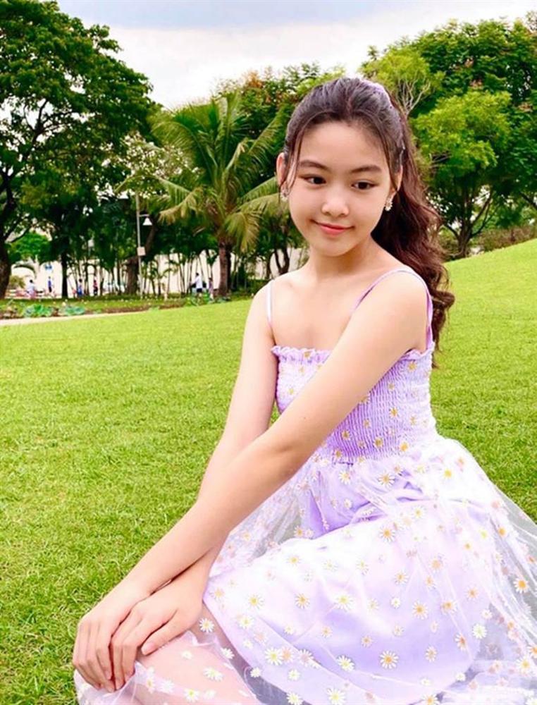 Bất chấp mẹ chụp cam thường, 2 tiểu thư nhà MC Quyền Linh vẫn đẹp điên đảo: Bảo sao bị hối đi thi Hoa hậu ngay và luôn!-7