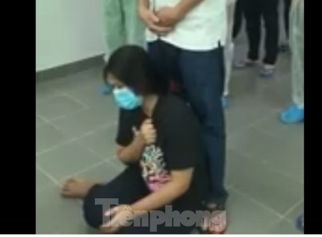 Cảm động cô gái lập bàn thờ cha trong phòng cách ly ở Bình Dương-1