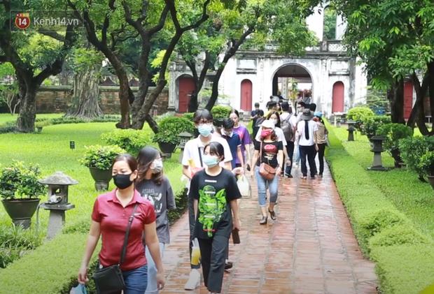 Học sinh Hà Nội rủ nhau đến Văn Miếu cầu may trước kỳ thi tốt nghiệp THPT Quốc gia 2020-1
