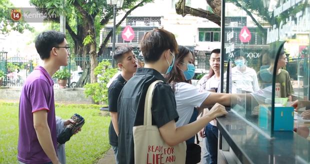Học sinh Hà Nội rủ nhau đến Văn Miếu cầu may trước kỳ thi tốt nghiệp THPT Quốc gia 2020-3