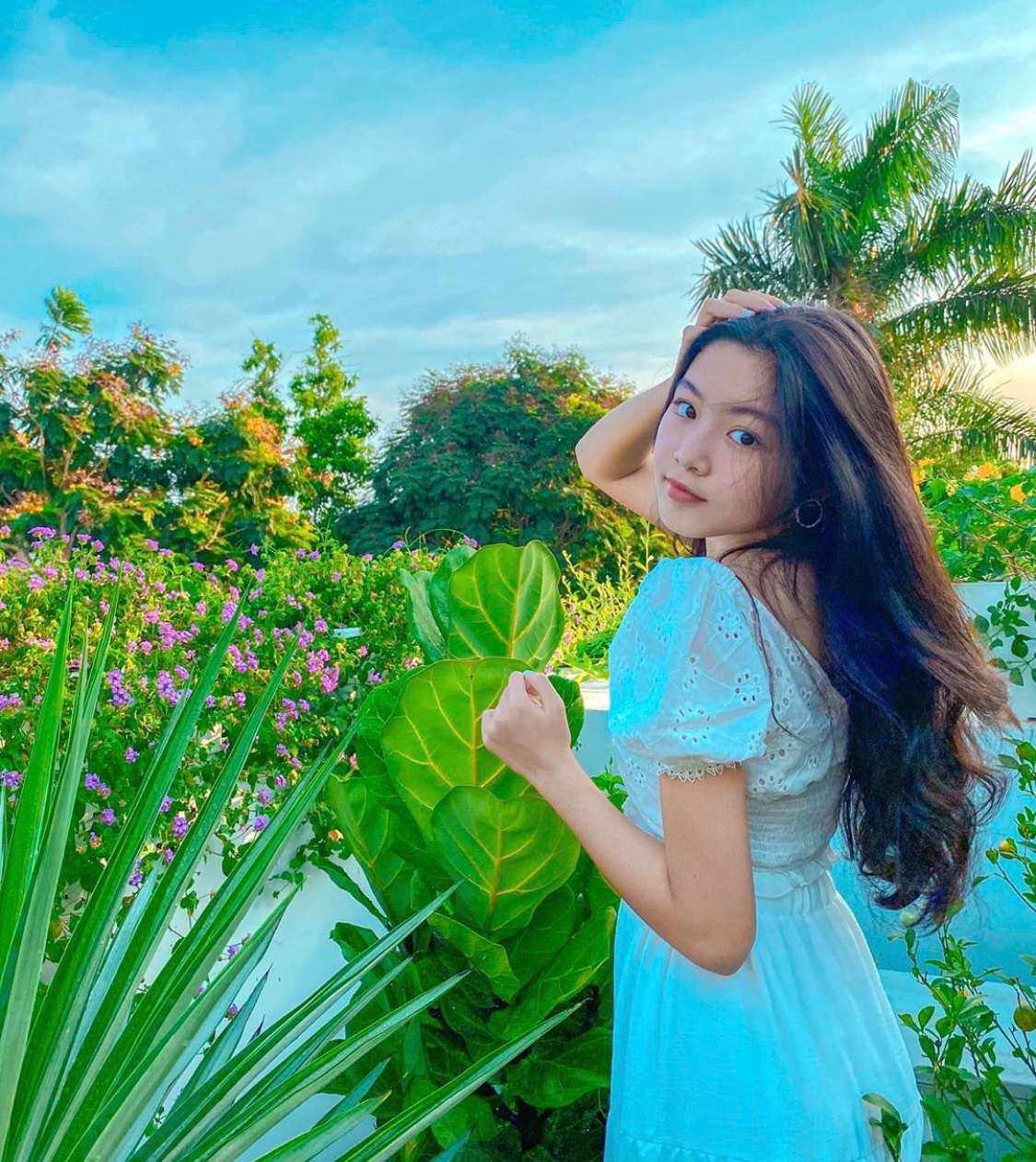 Bố nói con không dùng Facebook, dân tình phát hiện trang MXH con gái Quyền Linh, đăng toàn ảnh Hot-5