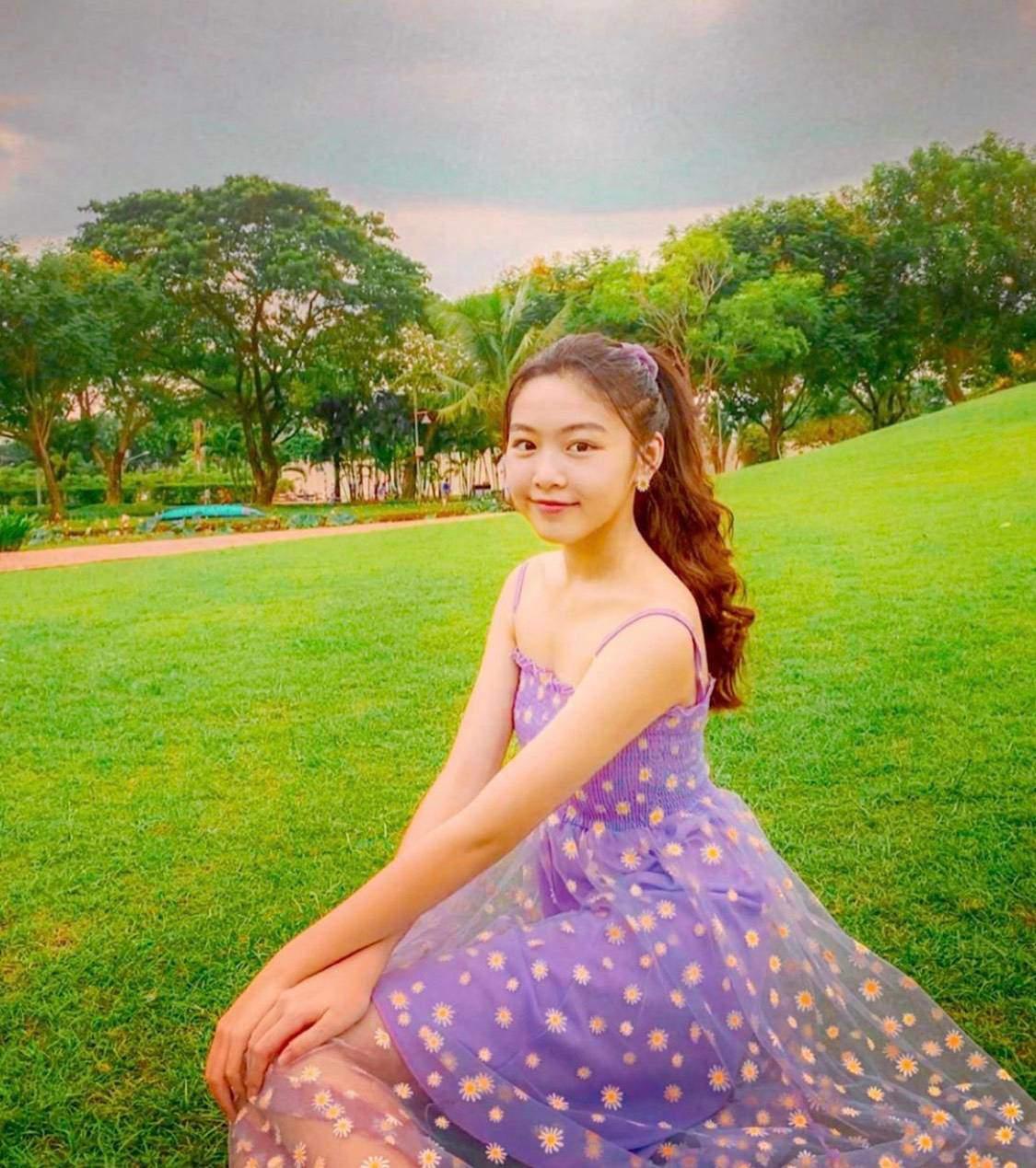 Bố nói con không dùng Facebook, dân tình phát hiện trang MXH con gái Quyền Linh, đăng toàn ảnh Hot-4