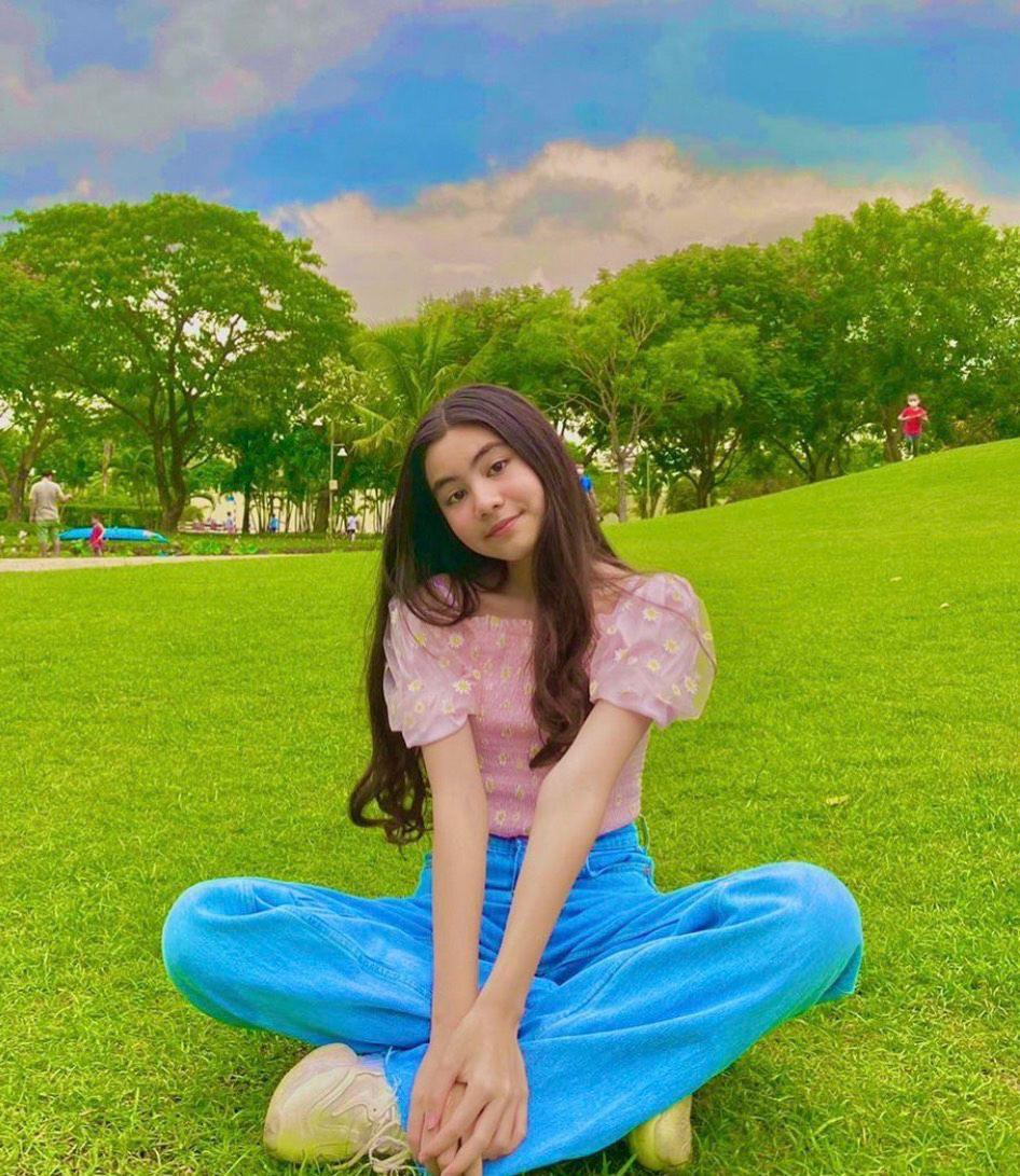 Bố nói con không dùng Facebook, dân tình phát hiện trang MXH con gái Quyền Linh, đăng toàn ảnh Hot-7
