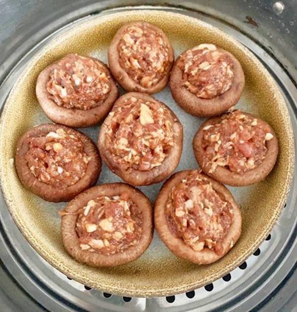 Nhà chỉ còn ít thịt băm, đem nhồi ngay vào nấm lại được món ngon chồng tưởng mua ngoài hàng-4