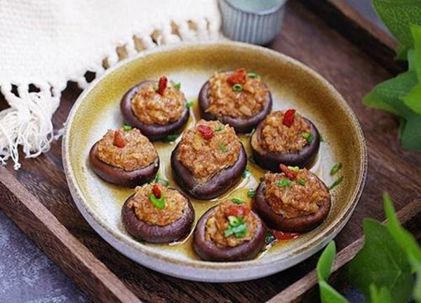 Nhà chỉ còn ít thịt băm, đem nhồi ngay vào nấm lại được món ngon chồng tưởng mua ngoài hàng-5