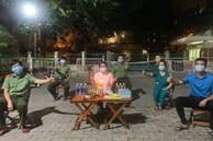 'Tiệc' sinh nhật đặc biệt của y sỹ chống COVID-19 khiến dân mạng rưng rưng