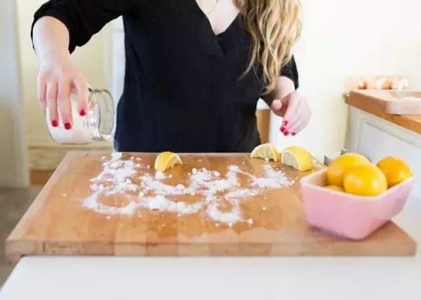 Tẩy sạch vết bẩn trên bếp với tuyệt chiêu thần thánh mà không cần rửa, ai cũng làm được-11