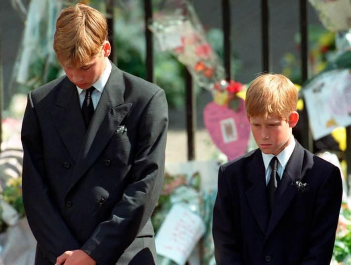 Hoàng tử William - Công nương Diana: Vòng tay của người mẹ được tạo nên từ tình yêu thương, làm sao đứa trẻ ngủ trong đó mà không ngọt ngào?-2