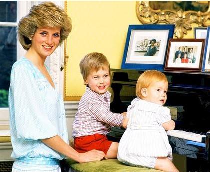 Hoàng tử William - Công nương Diana: Vòng tay của người mẹ được tạo nên từ tình yêu thương, làm sao đứa trẻ ngủ trong đó mà không ngọt ngào?-3