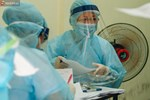 Bác sĩ khuyến cáo người về từ vùng dịch dù test nhanh âm tính vẫn cần cách ly đủ 14 ngày