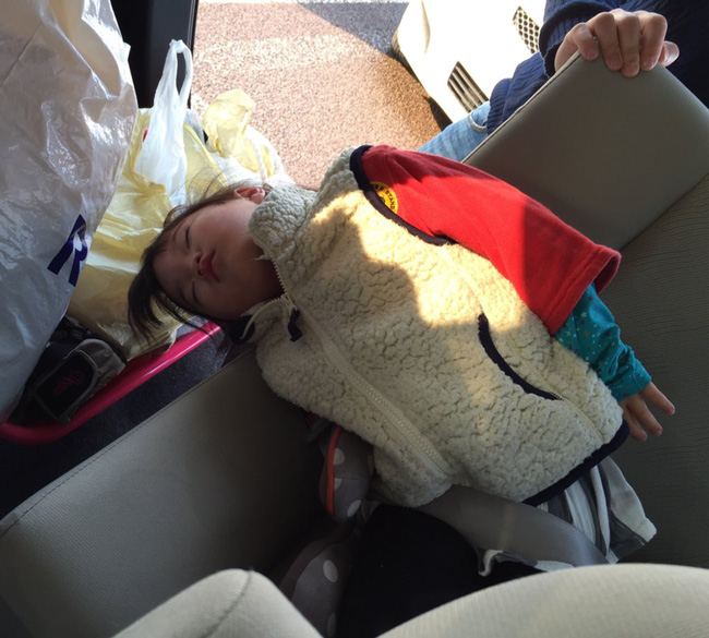 Những tư thế ngủ có thần thái đỉnh cao của các bé, xem xong ai nấy cười té ghế-2