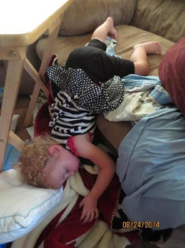 Những tư thế ngủ có thần thái đỉnh cao của các bé, xem xong ai nấy cười té ghế-3