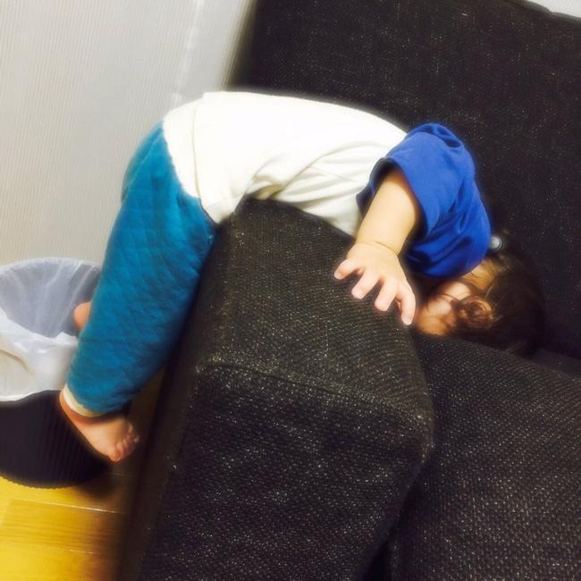 Những tư thế ngủ có thần thái đỉnh cao của các bé, xem xong ai nấy cười té ghế-6