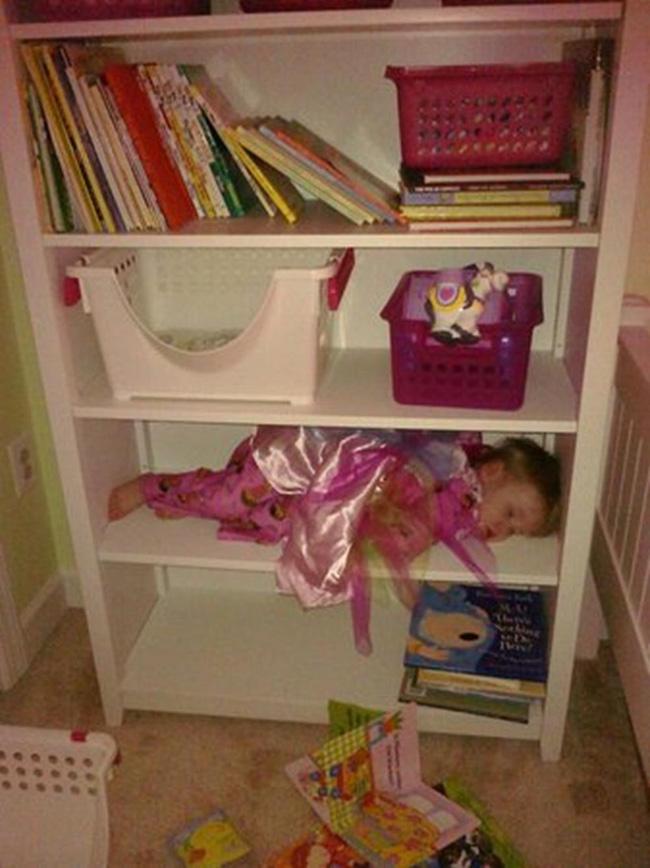 Những tư thế ngủ có thần thái đỉnh cao của các bé, xem xong ai nấy cười té ghế-12