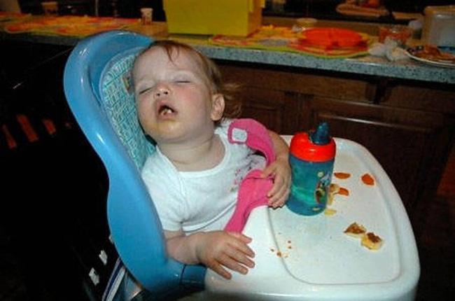 Những tư thế ngủ có thần thái đỉnh cao của các bé, xem xong ai nấy cười té ghế-15