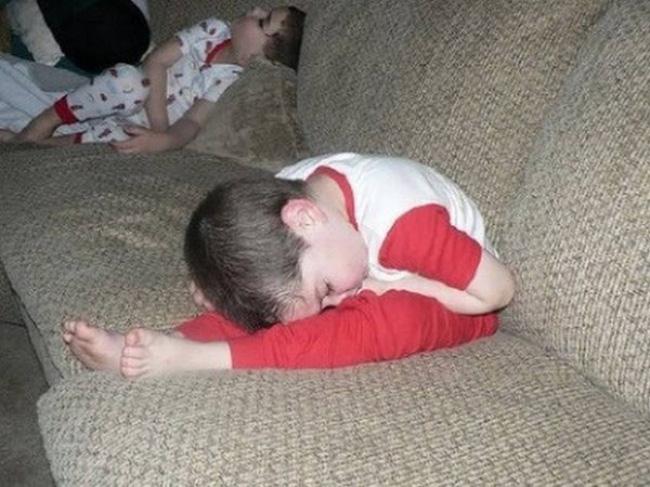 Những tư thế ngủ có thần thái đỉnh cao của các bé, xem xong ai nấy cười té ghế-16