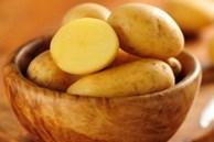 Lỡ bị bỏng, hãy cắt ngay một khoanh khoai tây đắp lên sẽ xảy ra điều kỳ diệu