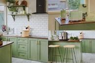 Căn bếp của vợ chồng trẻ Đà Lạt khiến chị em mê mẩn: Lên xứ bơ nên làm bếp cũng 'màu 034' mới chịu!
