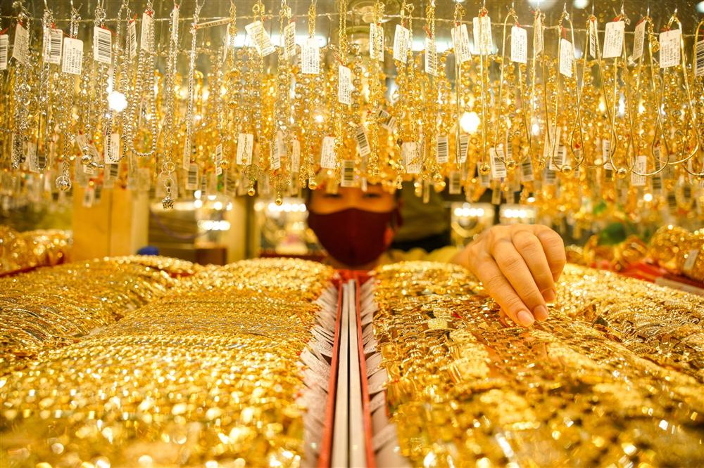 Có 2 tỷ đồng nên mua vàng hay đất lúc này?-1