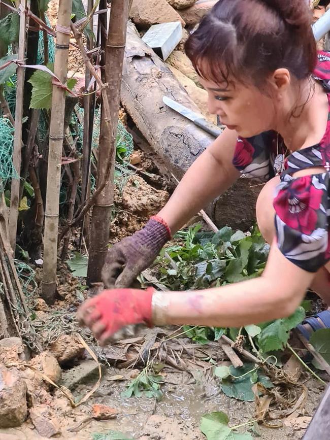 Mừng nhà mới, cô dâu 63 tuổi ở Cao Bằng dựng hẳn bia đá khắc tên hai vợ chồng khiến dân mạng choáng váng vì cho là điềm gở-3