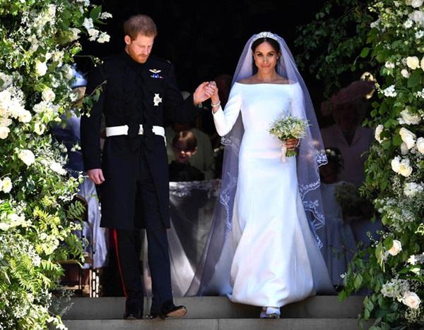 Meghan Markle lộ quá khứ chỉ trích công khai hôn lễ xa hoa của Công nương Kate nhưng đến lượt đám cưới mình thì linh đình không kém-2