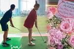 Hương Giang hẹn hò Matt Liu: Đánh golf chung, chàng gửi hoa tặng nàng, khoe lên cả Facebook nhưng không ai để ý!
