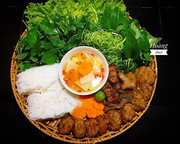 Ở Sài Gòn nhưng lại trót mê bún chả Hà Nội, vợ đảm vào bếp một thoáng đã có bữa ăn thơm ngon chuẩn vị-1
