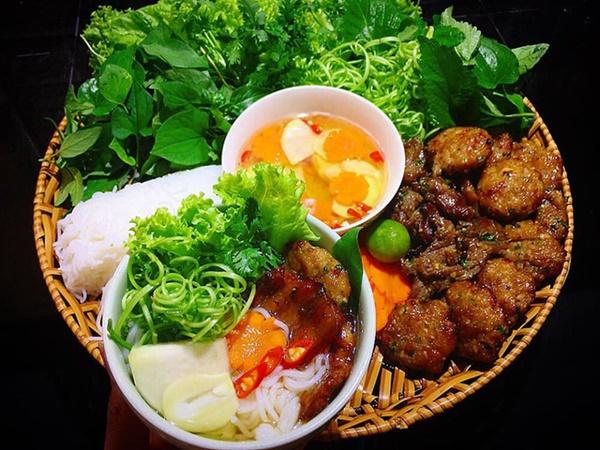 Ở Sài Gòn nhưng lại trót mê bún chả Hà Nội, vợ đảm vào bếp một thoáng đã có bữa ăn thơm ngon chuẩn vị-2