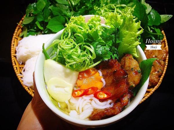 Ở Sài Gòn nhưng lại trót mê bún chả Hà Nội, vợ đảm vào bếp một thoáng đã có bữa ăn thơm ngon chuẩn vị-3