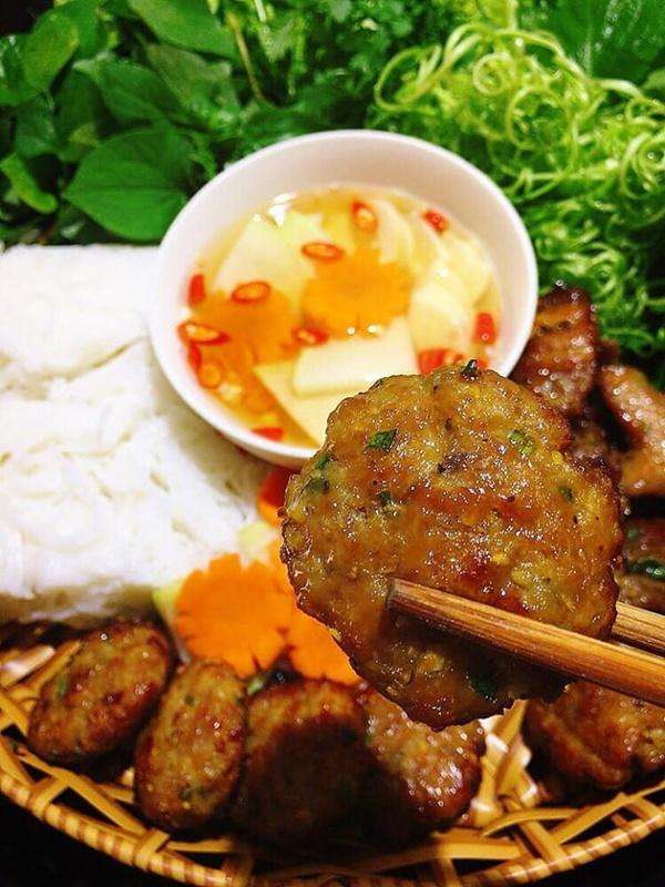 Ở Sài Gòn nhưng lại trót mê bún chả Hà Nội, vợ đảm vào bếp một thoáng đã có bữa ăn thơm ngon chuẩn vị-4