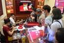 Chen chân bán vàng ngày giá cao kỷ lục, vượt 62 triệu đồng/lượng