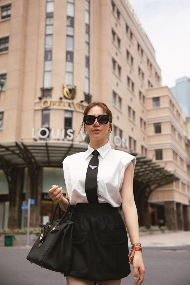 Kiếm tiền nhanh như Hòa Minzy: Trước bán túi lấy tiền làm MV, nay đã diện cả cây hàng hiệu nửa tỷ dạo phố-3