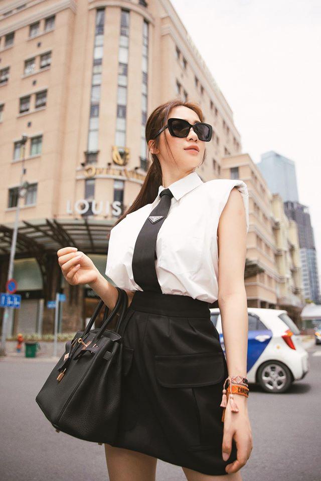 Kiếm tiền nhanh như Hòa Minzy: Trước bán túi lấy tiền làm MV, nay đã diện cả cây hàng hiệu nửa tỷ dạo phố-9