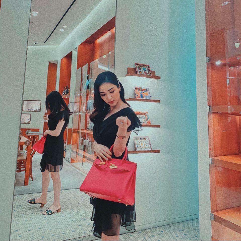 Kiếm tiền nhanh như Hòa Minzy: Trước bán túi lấy tiền làm MV, nay đã diện cả cây hàng hiệu nửa tỷ dạo phố-10