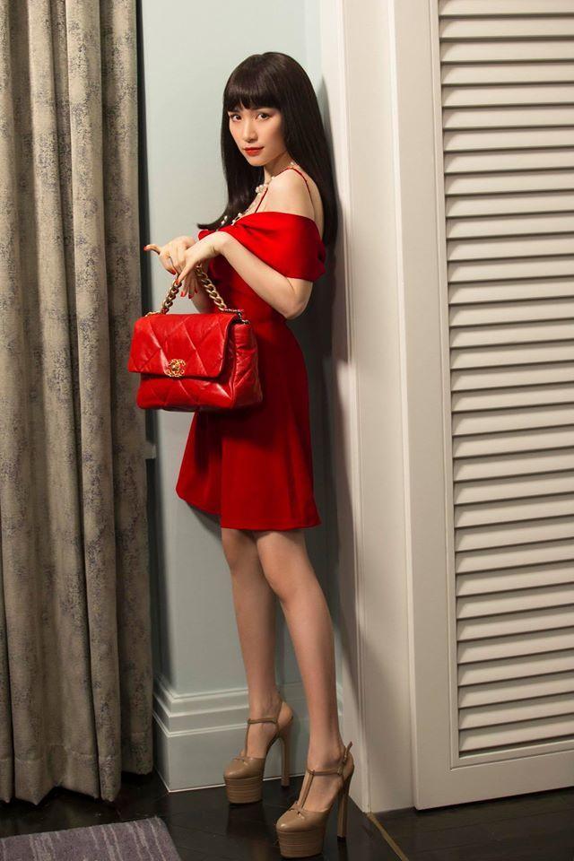 Kiếm tiền nhanh như Hòa Minzy: Trước bán túi lấy tiền làm MV, nay đã diện cả cây hàng hiệu nửa tỷ dạo phố-12