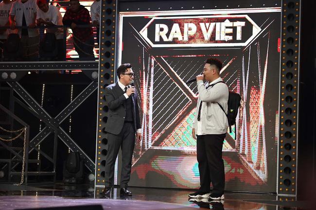 Trấn Thành bị nói miệt thị ngoại hình thí sinh Rap Việt, vô duyên khi mời thức ăn thừa ngay trên sóng truyền hình-3