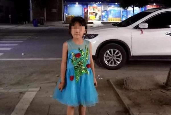 Bé gái 7 tuổi xin đi chơi nhưng không về, 2 ngày sau gia đình tìm được con dưới lớp đất lạnh lẽo tại vườn nhà hàng xóm-2