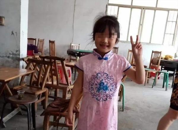 Bé gái 7 tuổi xin đi chơi nhưng không về, 2 ngày sau gia đình tìm được con dưới lớp đất lạnh lẽo tại vườn nhà hàng xóm-3
