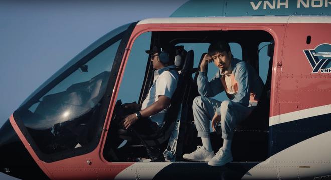 Đen Vâu ngồi đọc rap trên trực thăng-3