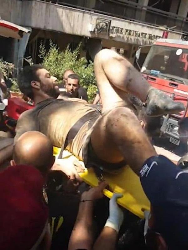 Điều kỳ diệu sau thảm họa: Bé gái 2 tuổi thoát chết thần kỳ sau 24 tiếng bị vùi trong đống đổ nát ở Beirut-2
