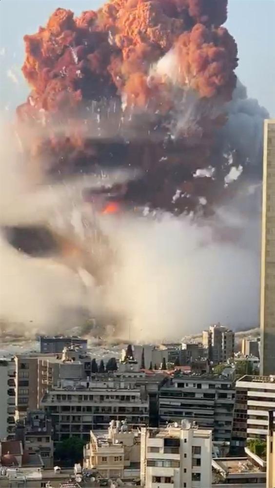 Điều kỳ diệu sau thảm họa: Bé gái 2 tuổi thoát chết thần kỳ sau 24 tiếng bị vùi trong đống đổ nát ở Beirut-3