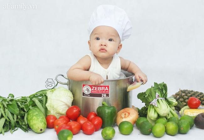 Nhờ mỗi chiếc nồi luộc gà và rau củ trong bếp, mẹ trẻ giúp con có ngay bộ ảnh xịn mịn chẳng kém gì ngoài tiệm-1