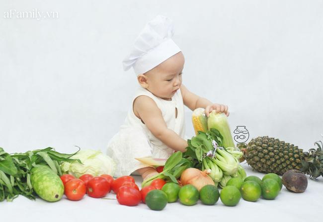 Nhờ mỗi chiếc nồi luộc gà và rau củ trong bếp, mẹ trẻ giúp con có ngay bộ ảnh xịn mịn chẳng kém gì ngoài tiệm-2