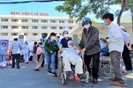 Bệnh viện C Đà Nẵng dỡ bỏ hàng rào phong tỏa, hàng trăm bệnh nhân hạnh phúc vì được về nhà