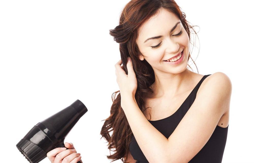 Cách sử dụng máy sấy tóc an toàn, tránh cháy nổ, đặc biệt hãy sửa ngay thói quen này trước khi quá muộn-1