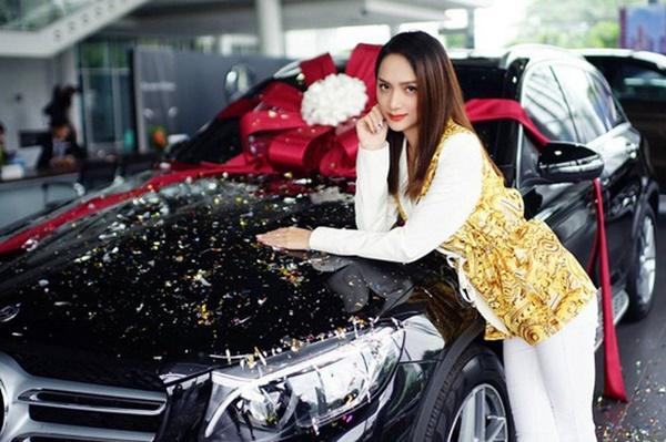 Giàu lại thêm giàu, Hương Giang - Matt Liu về chung nhà thì tài sản thêm khủng: Chàng thích siêu xe tốc độ, nàng thích bất động sản-2