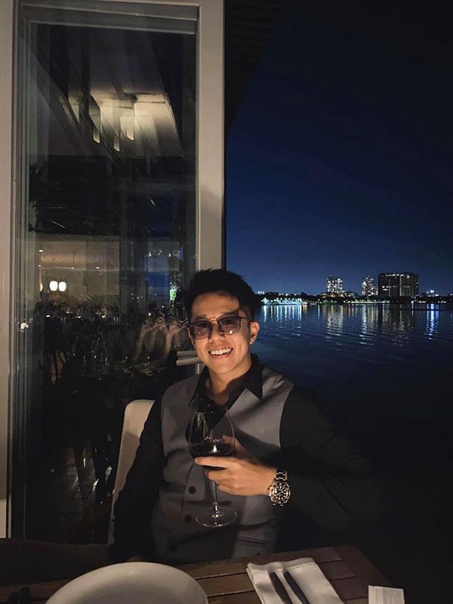 Bạn trai giàu có của Hương Giang, CEO Matt Liu, lộ ảnh thời trẻ khác lạ như thành viên HKT duy chỉ có điểm này là không đổi-16