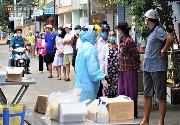 Lịch trình lui tới nhiều nơi đông người của 16 ca Covid-19 ở Đà Nẵng: Đi làm tại trung tâm hành chính, đám cưới, cafe, siêu thị...-2